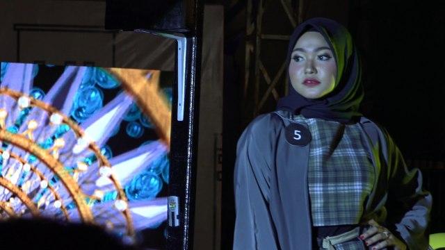 Potret Street Fashion ala Desainer Aceh (84077)