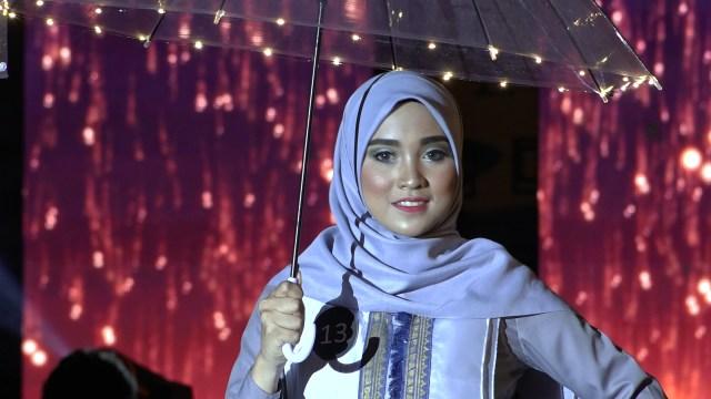 Potret Street Fashion ala Desainer Aceh (84078)