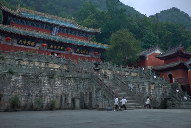 Destinasi Wisata di China Ini Tawarkan Sensasi Terbang ala Bintang Film Kungfu (1292471)