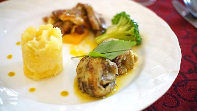 Bale Raos Kraton: Makanan Favorit Raja dengan Tampilan Modern (12595)