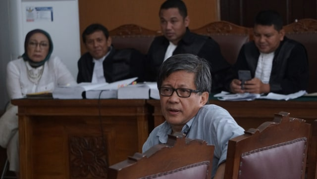 Rocky Gerung saat bersaksi di sidang Ratna Sarumpaet