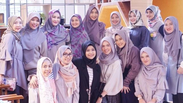 hijab inluencer network sharing halal lifestlye.jpg