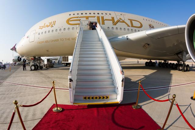 Susul Emirates, Maskapai Etihad Airways Beri Asuransi COVID-19 untuk Penumpang  (77056)