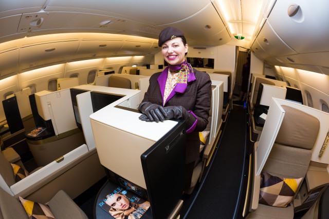Susul Emirates, Maskapai Etihad Airways Beri Asuransi COVID-19 untuk Penumpang  (77058)