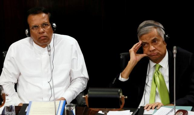 Presiden Sri Lanka Maithripala Sirisena (kiri) dan Perdana Menteri Sri Lanka Ranil Wickremesinghe