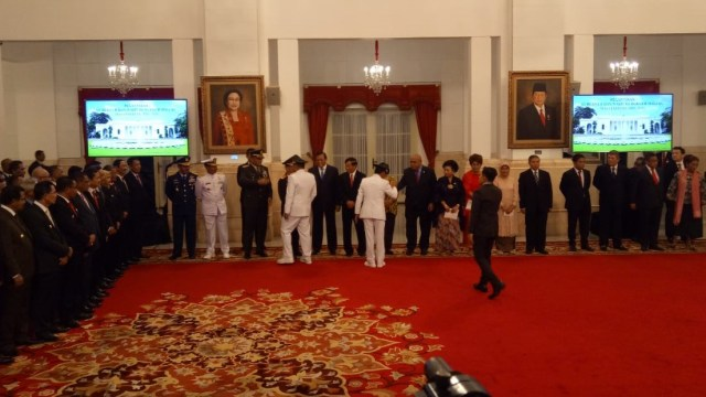 Pelantikan Gubernur  Murad Ismail dan Wagub Maluku Barnabas Orno oleh Presiden Jokowi di Istana Negara