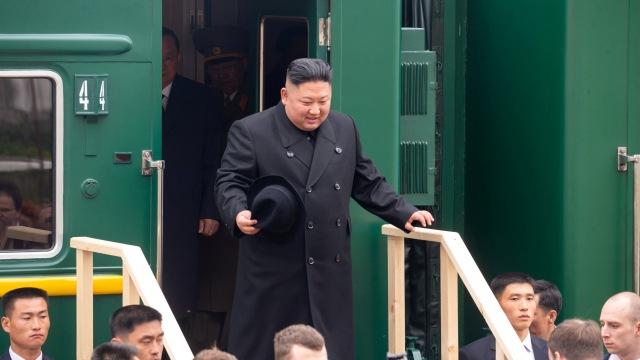 Kebiasaan Aneh Kim Jong-un Saat Traveling, Bawa Toilet Pribadi Hingga Mesin Mi (312174)