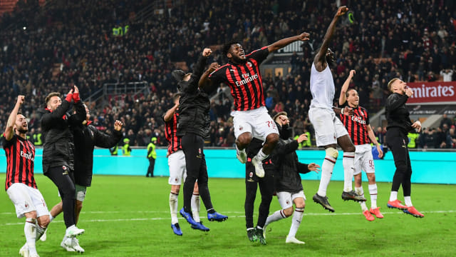 37ae90c278d Pemain-pemain AC Milan merayakan kemenangan atas Lazio di Serie A. Foto:  Miguel MEDINA / AFP.