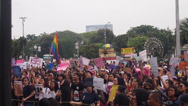 Para peserta Women's March 2019