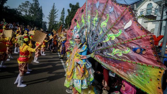 3000 penari peringati hari tari sedunia, Bandung, Jawa Barat