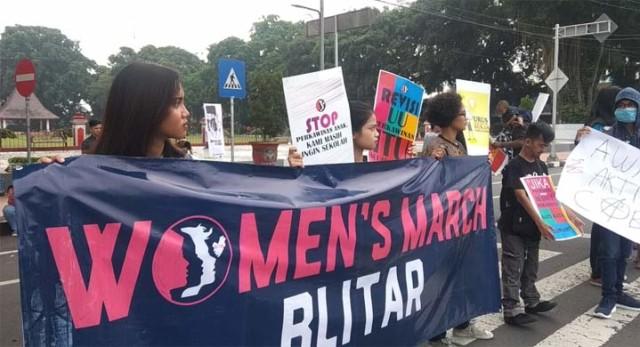 demo women.jpg