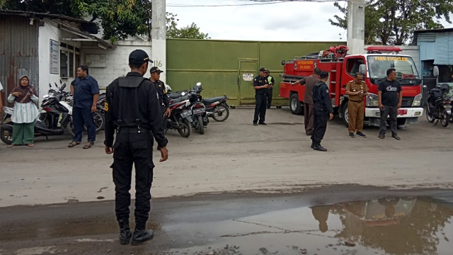 Ledakan tabung tangki di Jalan Nambangan, Surabaya
