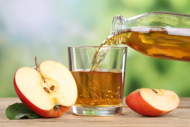 4 Manfaat Minum Jus Buah Apel, Cegah Dehidrasi hingga Penyakit Jantung (38233)