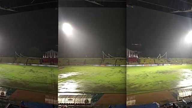 Stadion H. Agus Salim ketika hujan