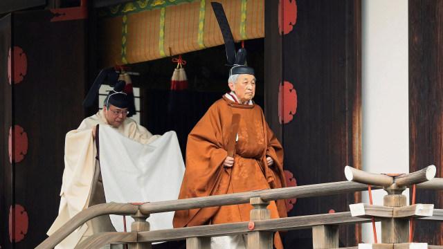 Kaisar Jepang Akihito, Taiirei-Tojitsu-Kashikodokoro-Omae-no-gi, upacara turun tahta, Istana Kekaisaran di Tokyo, Jepang