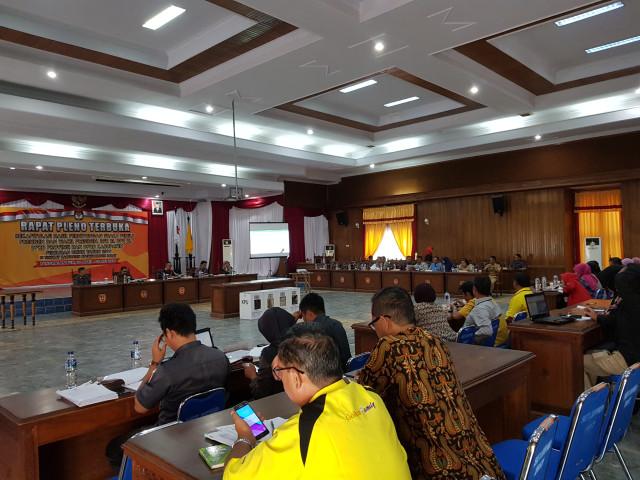 Rapat Pleno Tingkat Kabupaten Digelar di DPRD Kobar (4394)