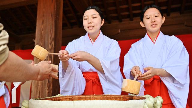 Sambut Kaisar baru, Sake dibagikan gratis di Jepang