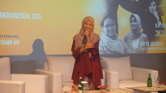 "com-Penampilan stand up comedy dari Arafah di acara Diskusi Inspiratif dan pemutaran perdana film ""Long Shot"""