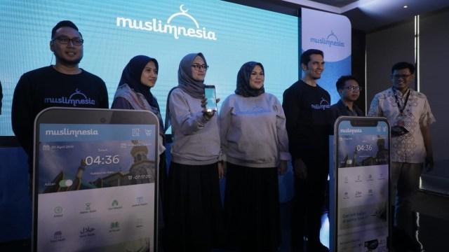 Adrian Maulana (kanan) luncurkan aplikasi muslimnesia