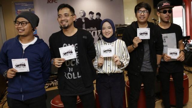 Kelompok penyanyi Sabyan saat jadir di launcing album Bismillah di Kfc Tugu Tani, Jakarta, Jumat