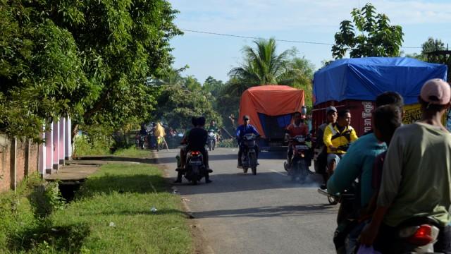 Suara Resah Masyarakat Dompu Akibat Simpatisan Caleg Blokir Jalan (133)