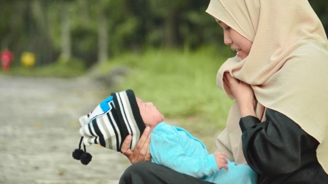 ibu berhijab dan anak