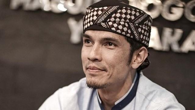 Aktor Adrian Maulana yang kini berhijrah