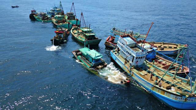 Menteri Edhy: Kapal Asing Sitaan Tak Ditenggelamkan, Dibagi ke Nelayan (295612)