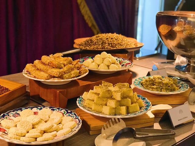Aneka kue khas Turki.