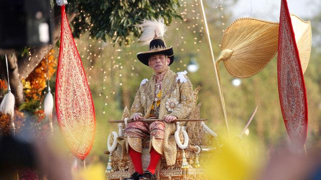 Bikin Tercengang, Ini 5 Kelakuan Nyeleneh Raja Thailand Maha Vajiralongkorn (1)