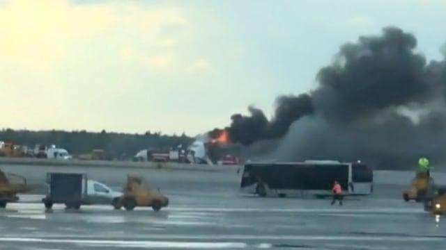 Aeroflot Sukhoi Superjet yang terbakar saat mendarat darurat di Moskow