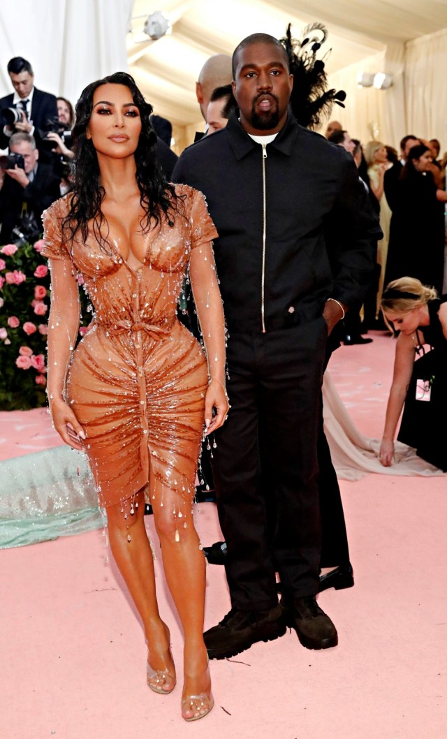 Usai Digugat Cerai Kim Kardashian Kanye West Disebut Ingin Pacari Seniman Kumparan Com
