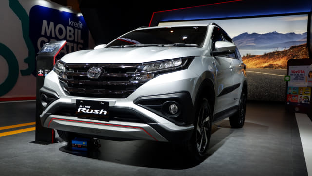 Perang Low SUV Bulan April, Suzuki XL7 Taklukkan Toyota Rush (118776)