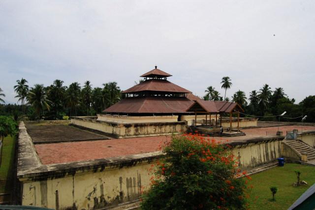 Masjid Kuno Indrapuri_Aceh1.jpg
