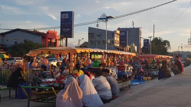 Anjungan Pantai Manakarra, Lokasi Favorit Ngabuburit Warga Mamuju (21762)