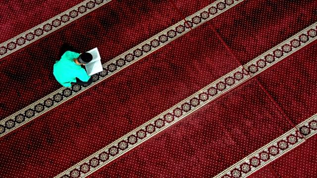 Ilustrasi, Membaca Al Quran, Masjid