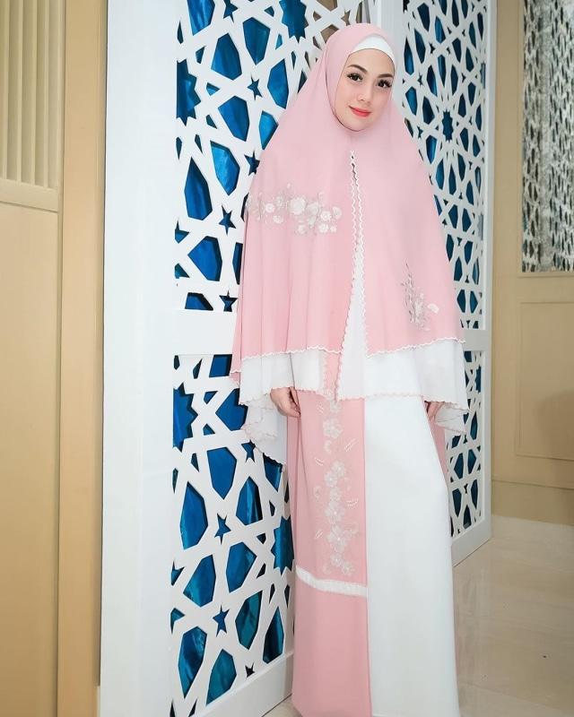 Foto: Celine Evangelista dalam Balutan Hijab Syar'i (26049)