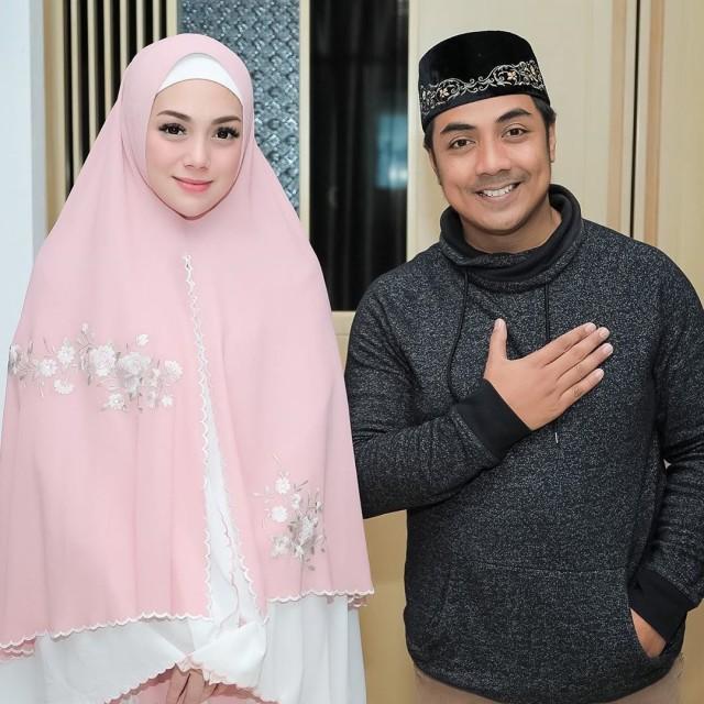 Foto: Celine Evangelista dalam Balutan Hijab Syar'i (26047)
