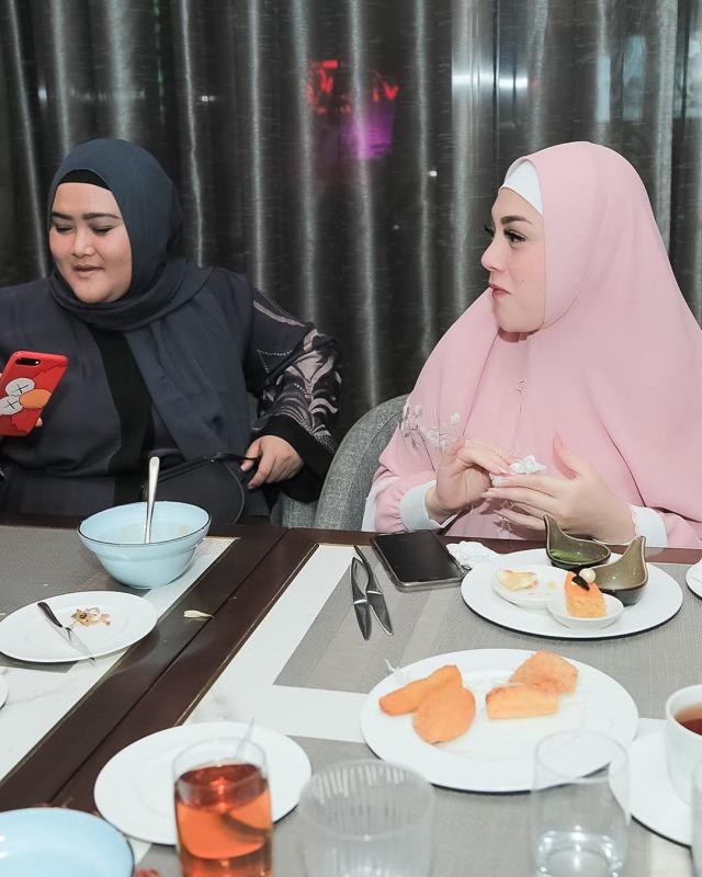 Foto: Celine Evangelista dalam Balutan Hijab Syar'i (26048)