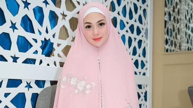 Celine Evangelista Bikin Heboh Netizen karena Unggah Tulisan Bismillah (21806)