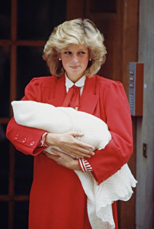 Putri Diana Dikabarkan Pernah Diam-diam Mengubur Bayi di Istana Kensington (3475)
