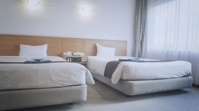 Ilustrasi kamar hotel twin bed