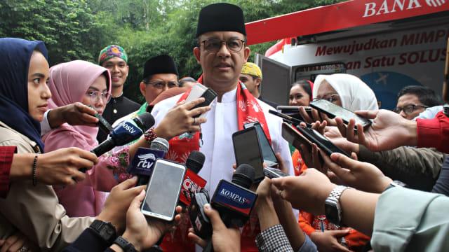 Gubernur DKI, Anies Baswedan, Jakarta saat di wawancarai wartawan usai acara