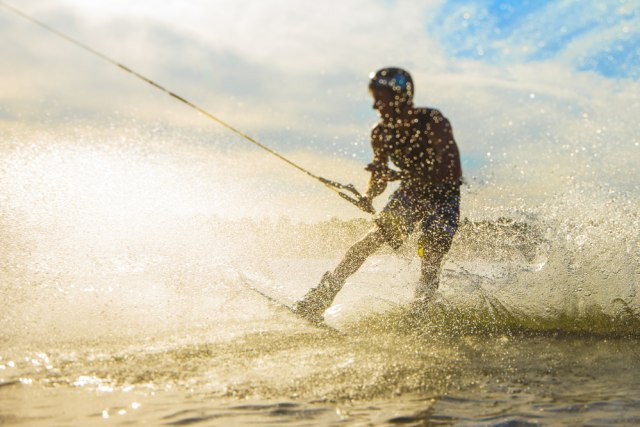 com-Cable wakeboarding.