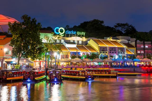 com-Clarke Quay, Singapura.
