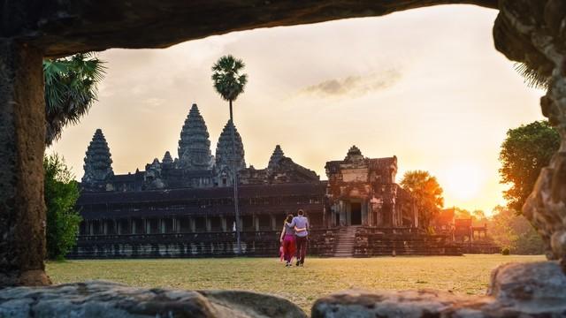 Ilustrasi menikmati Angkor Wat di Kamboja bersama pasangan
