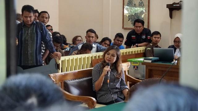 Lasmi Indriyani saat menjadi saksi dalam kasus mafia bola