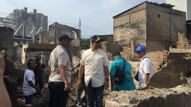 Anies Tinjau Langsung Lokasi Kebakaran di Kampung Bandan, Jakut (279622)