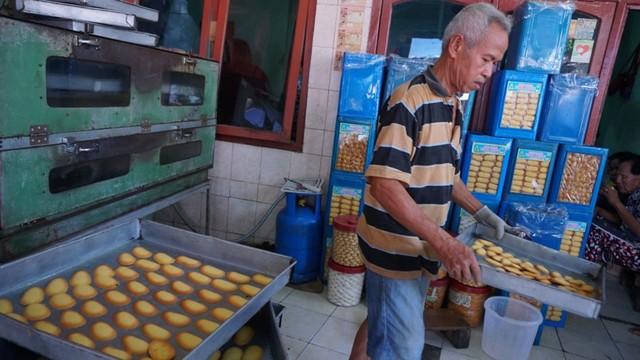 Industri kue kering Kwitang