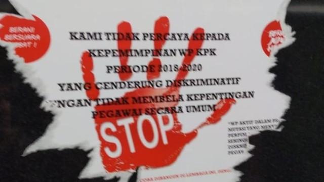 Poster protes rotasi dan mutasi pegawai di KPK